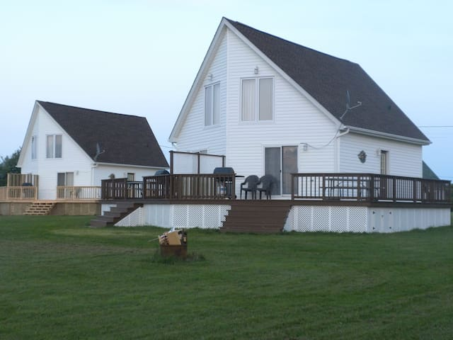 Beach front cottage in Grand Barachois, NB - Beaubassin-est - Blockhütte