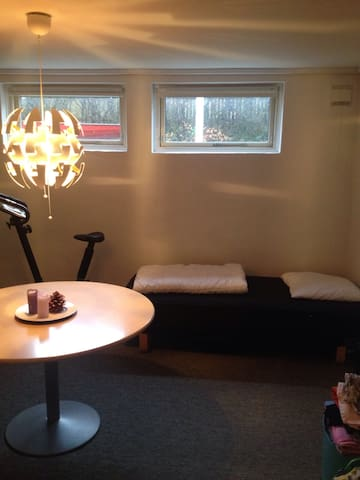Lys kælder værelse, egen indgang. - Esbjerg - Talo