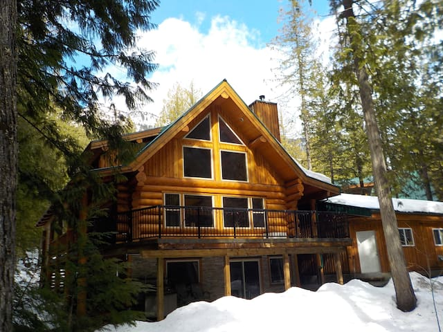 Kootenay INNtrigue B&B, Boat Tours and Rentals - Central Kootenay A - Bed & Breakfast
