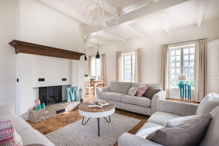 """Historic Family Villa """"The Orangerie"""" - Sassenheim"""