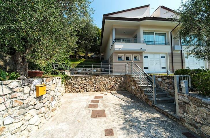 Villa nel verde a 15 minuti dal mare - Bargecchia - Villa