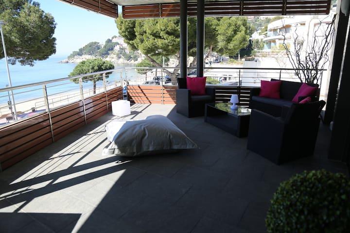 Appartement design en front de mer avec piscine - Roses - Huoneisto