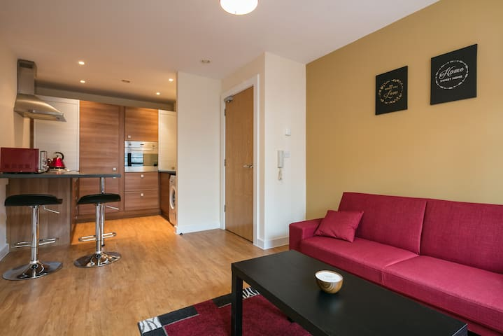 ★ Central & Modern ★  Style & Comfort ★  Sky TV - Salford - Apartamento