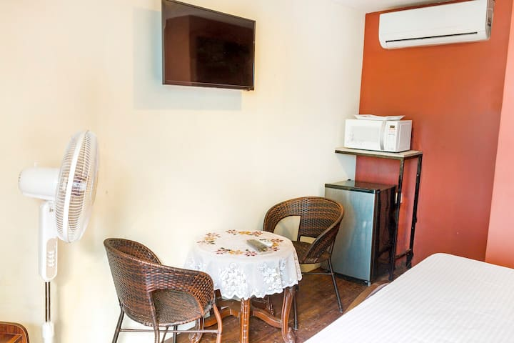 Single bedroom in a guest house - Saligao - Huis
