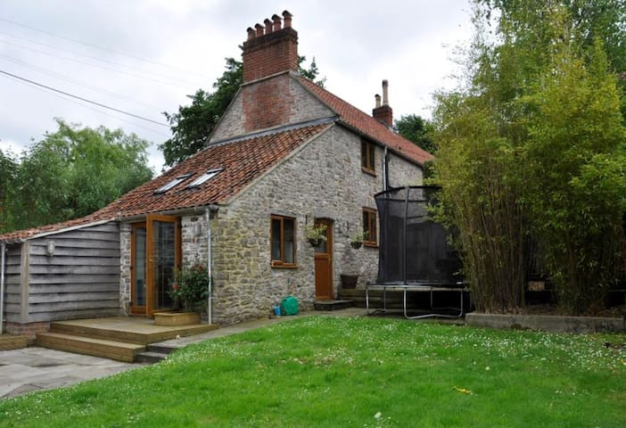 Tucked Away in the Forest 8 miles south of Bristol - North Somerset - Huis