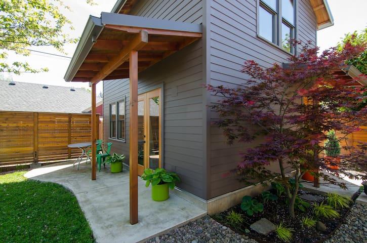 Brand New Modern Alberta Arts Guest House - Portland - Pensione