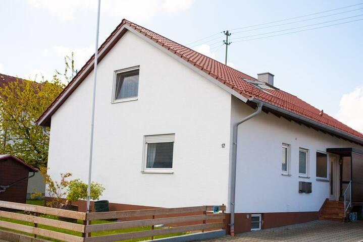 Neue Wohnung in ruhiger Ortsrandlage - Weißenhorn - Selveierleilighet