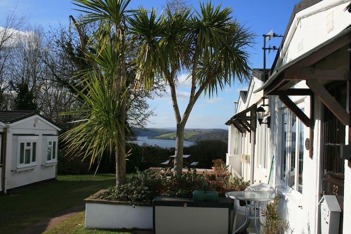 Lovely bungalow, River Dart Setting, Devon. WiFi - Galmpton - Chalet