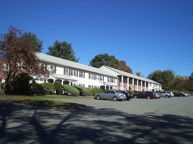 Crestview: Clean and modern student apt - Amherst - Apartemen