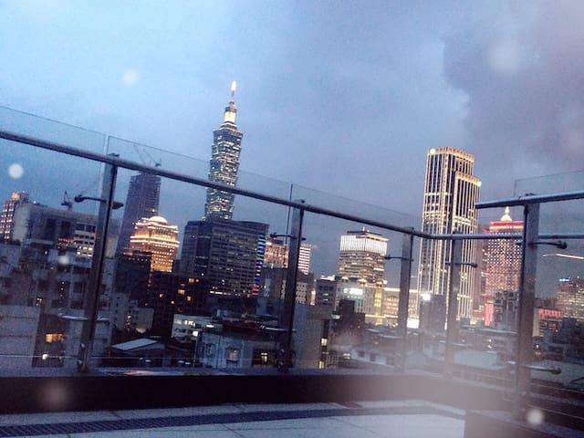 心在散步,10分鐘走進信義微風。心在休眠,1分鐘走進寧靜的夢中。 - Xinyi District - Apartamento