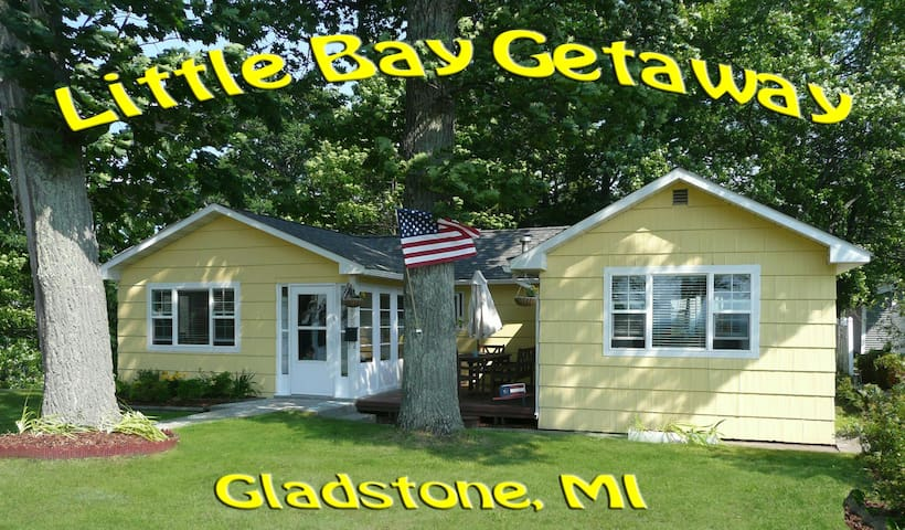 """Little Bay Getaway"" Vacation Cottage - Gladstone"