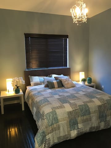 Beautiful room in country club - Fountain Valley