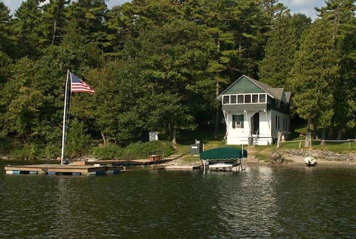 "Lake Front Cabin ""Willow"", Near Burlington, VT - シャーロット - キャビン"