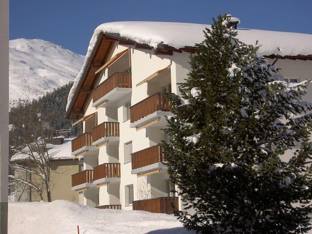 Schöne, gemütliche Ferienwohnung - Valbella - Appartement