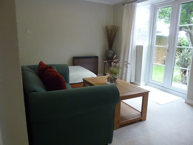 Family house in centre of village - Tangmere - Casa