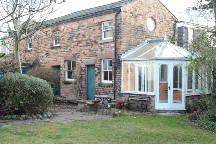Private coach house in leafy area - Liverpool - Casa