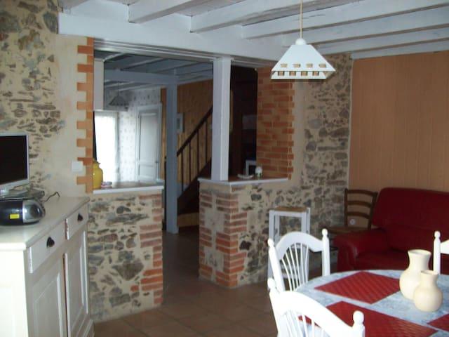 maison typique au coeur du village - Saint-Vincent-sur-Graon - Huis