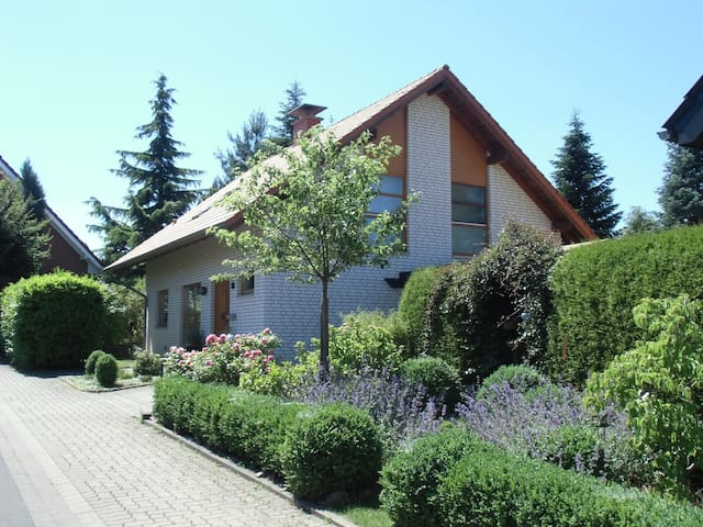 ruhig, Nähe Herz-Zentrum+Kliniken f. 1-2 Personen - Bad Oeynhausen - Rumah