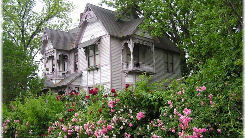 Carleton House Bed and Breakfast - Bonham