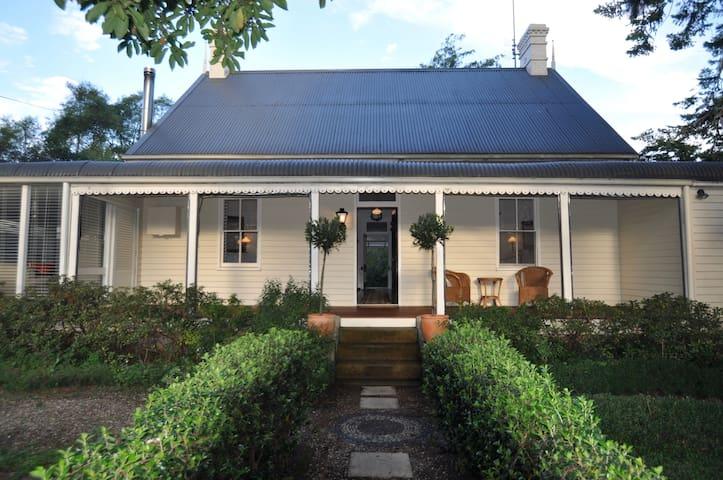 Cornella Cottage - a classic highlands retreat - Burrawang - Casa