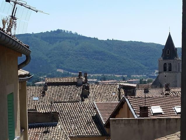 Departamento con balcón en el centro de Sisteron - Sisteron - Departamento