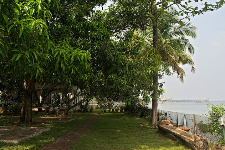 orchid lakeview homestay( 6 rooms) - Alappuzha - Hus