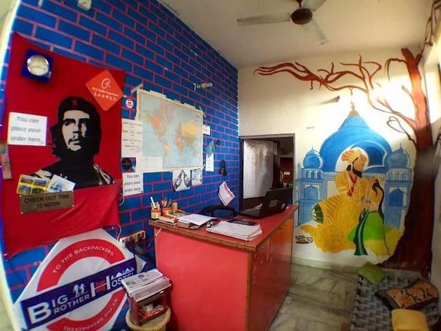 big brother hostel ,agra - Agra - Bed & Breakfast