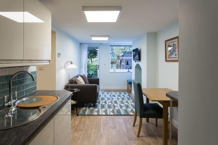 Cosy garden flat close to University and hospitals - Sheffield - Leilighet