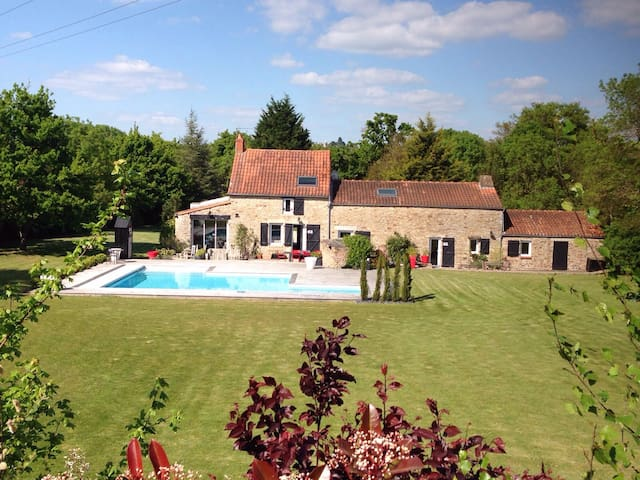 Maison d'exception avec piscine - Saint-Étienne-de-Montluc - Ev