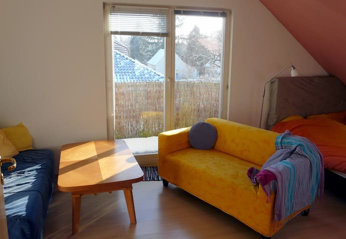 large private room with little balcony - Falkensee - Talo