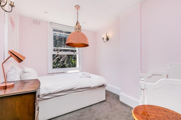 The Muse Haus I - Pink Lady - Лондон - Дом