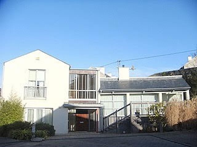 Beautiful 2 bed house with sea view - Dalkey - Rumah