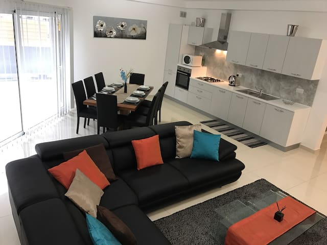 Large apartment in excellent location! - Swieqi - Daire