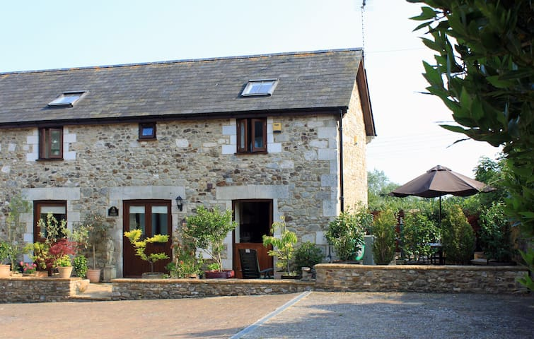 Attractive Barn Conversion - Seaton