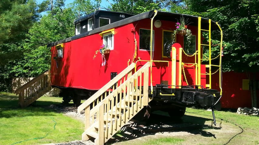 The Lil' Red Caboose :) - Lincoln - Поезд