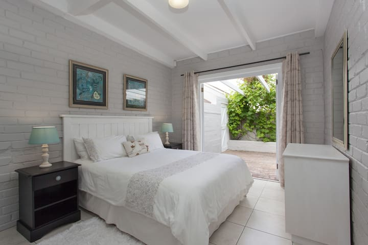 Central Garden Cottage near the Sea, no.1 - Hermanus - Apartemen