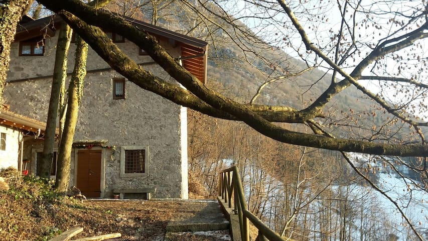 Beautiful House on 3 levels in the middle of natur - Cornalba - Chalet