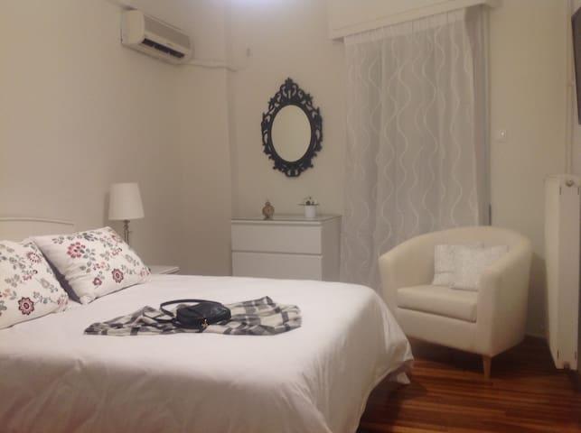 City Central Cozy Apartment - Galatsi