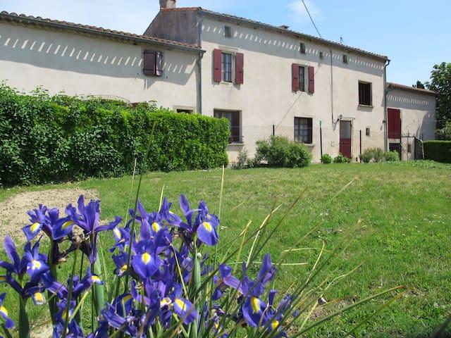 Maison de famille dans village du Lauragais - Saint-Amans