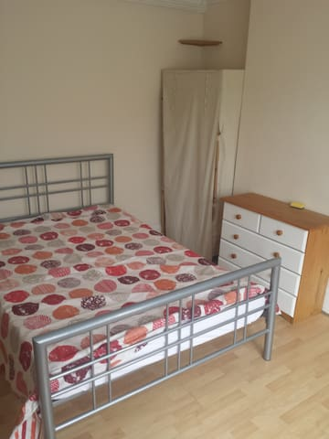 Large Double bedroom - Bedford - Casa