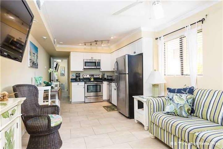 Casa Bella B - 1 Bed/1 Bath - Steps To The Beach - Fort Myers Beach - Apartament