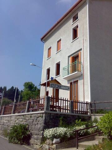 Appartamento soleggiato spazioso in montagna - Via - Apartamento