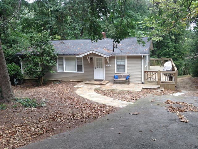 Lake house with single slip dock - Gainesville - Huis