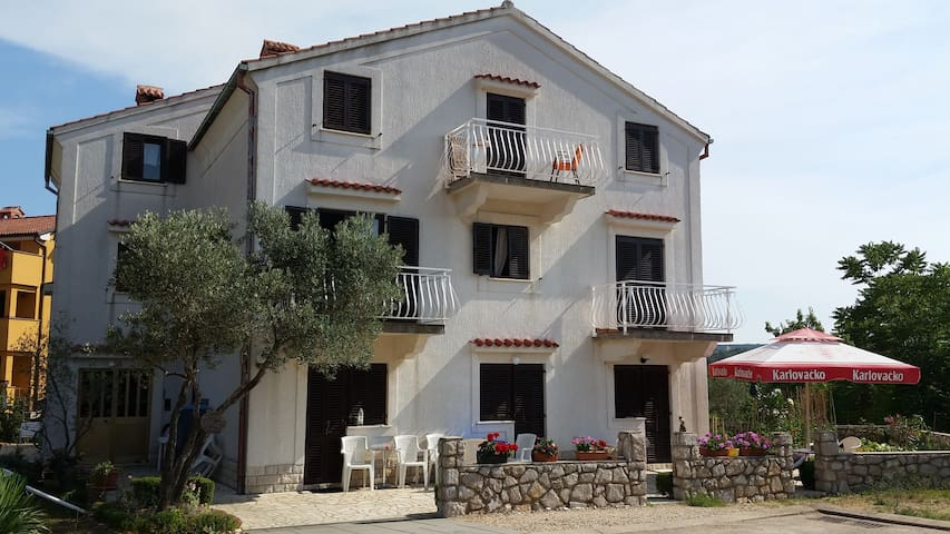Rooms on ''Melin'' - Cres - Maison