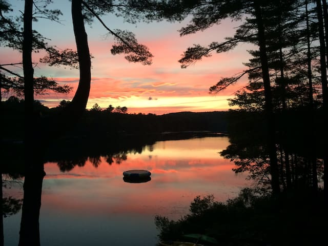 Golden Sunsets  over New Pond - Canterbury - Casa