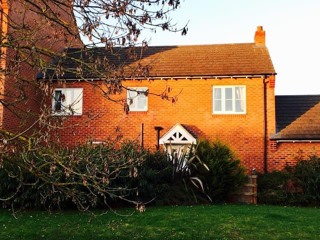'The Coach House' - Witham Saint Hughs - Huis