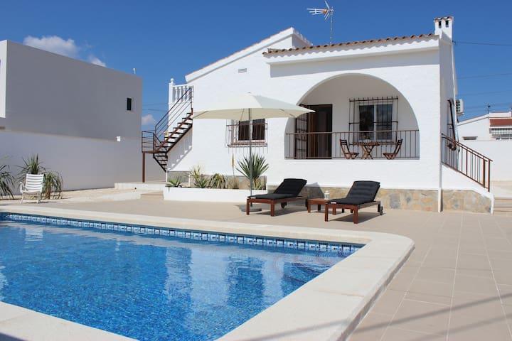 Super Villa with private swimming pool and BBQ - Ciudad Quesada - Chalé