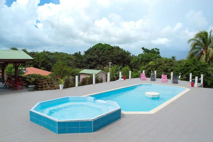 Charment T3 en bas de villa avec piscine - Baie Mahault - Apartmen