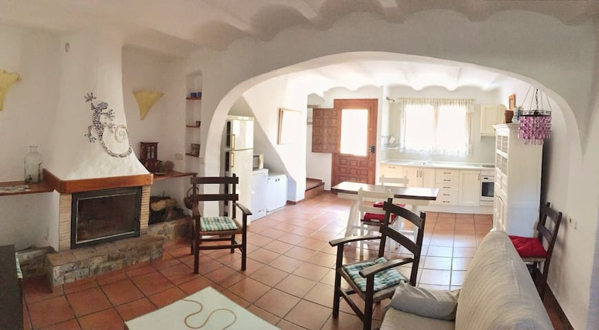 A VERY SPECIAL HOME ... - Cortes de Arenoso - Maison