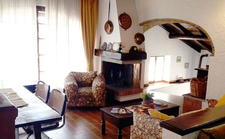Romantic lake view house with a spacious garden - Castello - Huis